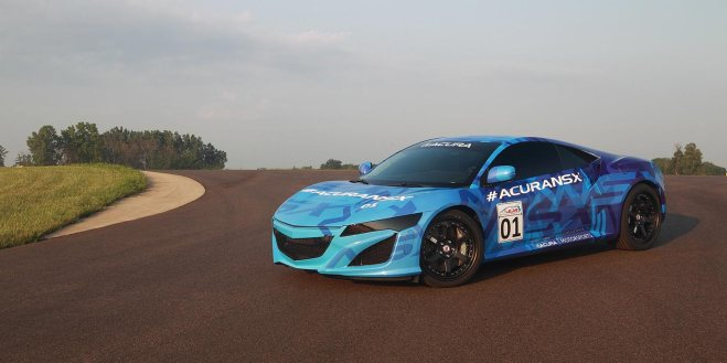 2014-nsx-exterior-prototype-in-mid-ohio-indycar-blue-graphics-still-on-curve-10