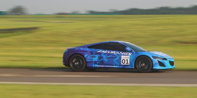 2014-nsx-exterior-prototype-in-mid-ohio-indycar-blue-graphics-straight-at-speed-3